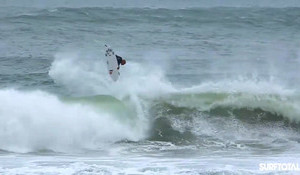 Kelly Slater is Ridiculous – Pulls a 540 in Windy Portugal