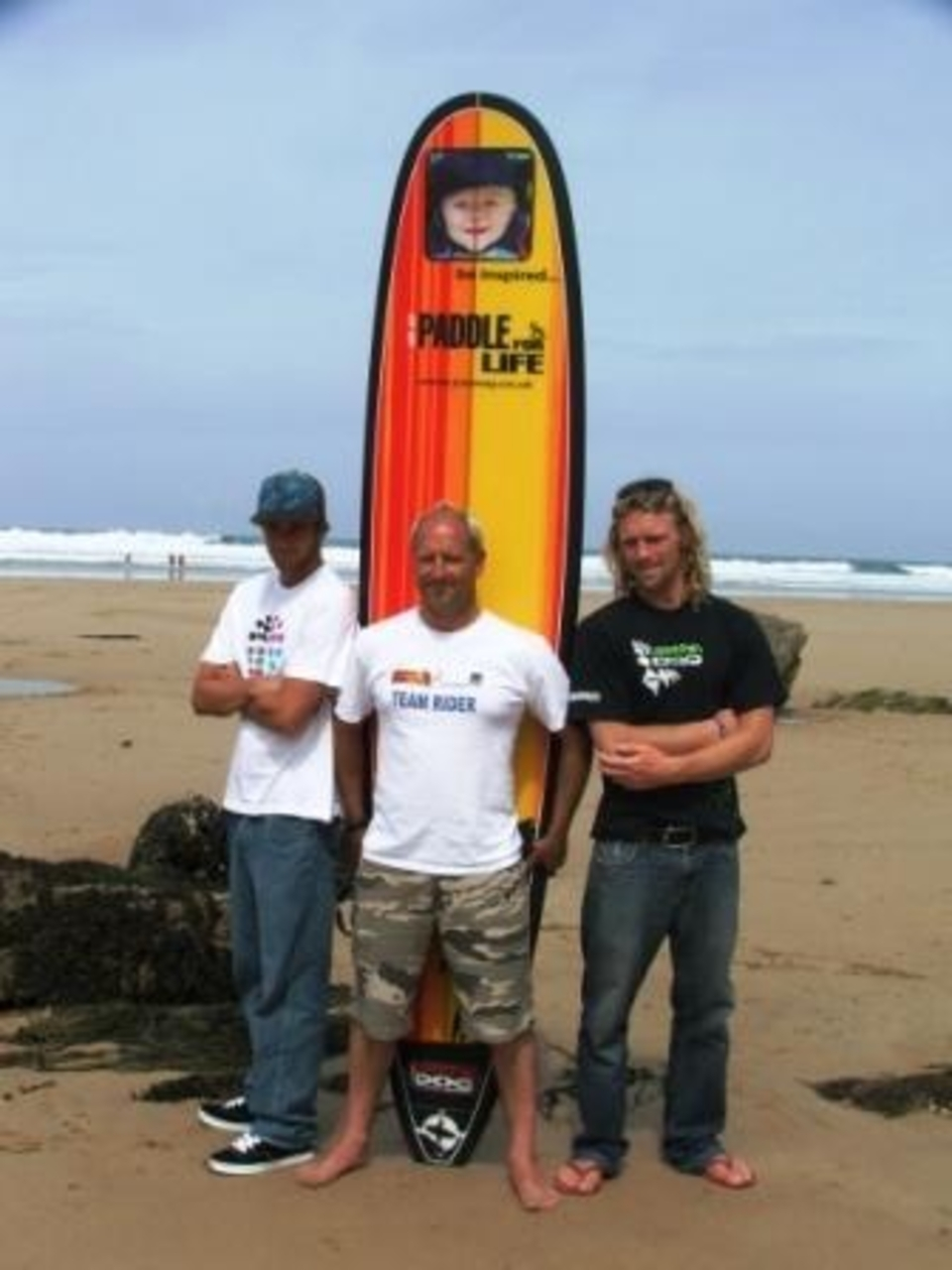 Oli Adams, Ben Skinner with Matt Way Joe's Dad supporting the Paddle