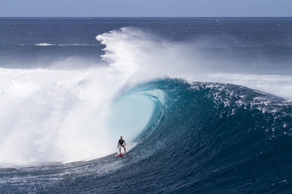 The average waves were around 15 feet but the sets were pushing 20, undoubtedly a swell for the record books at Cloudbreak. The rest of the crew surfed perfect, pumping restaurants where Anthony Walsh was dominating.