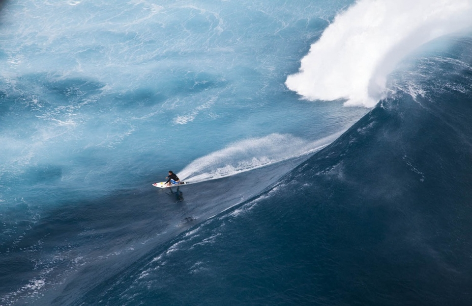 At the start of last week it became increasingly apparent that the Fijian islands were going to be the target of a significant South-South West swell in the coming days.    It was no secret, everyone was hoping for a swell that would top the epic 20 foot Cloudbreak session last September.   The amazing images of David Scard, Laurie Towner and friends were revisited numerous times in anticipation of what was coming. The  forecast  was showing a gradual build throughout the week and then a sharp jump into Thursday and Friday (May 19th/20th). The max wave heights were reading 18 feet, but most importantly the period was around 16 seconds.