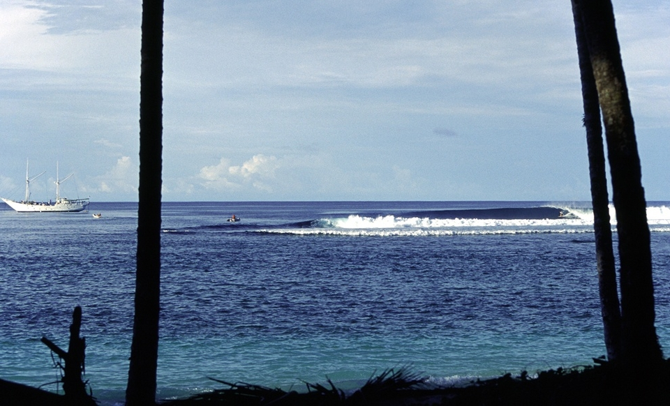 Introduction    In a very short period of time, this wild and remote chain of islands, lying about 90k's (55mi) off the Sumatran mainland, have become the most sought after destination for surfers looking to ride