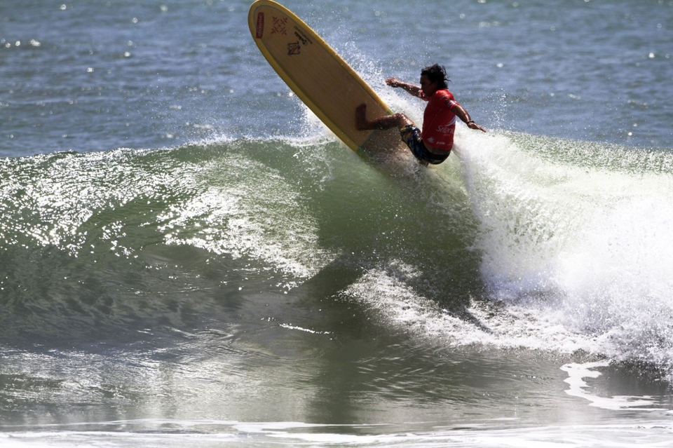 2010 ASP World Longboard Champion Duane Desoto continued his winning ways at this year's Sri Lankan Airlines Pro and is looking good to take the World Title for the 2nd year in a row.