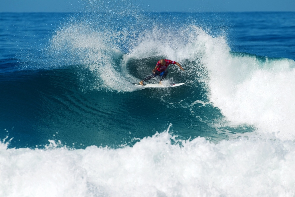 Kelly Slater destroyed wildcard Ramzi Boukhiam, leaving the Moroccan buck comboed and breathless. It was all business, 'no hard feelings but you are not rocking this boat young man'. Kelly has never won here, everyone keeps reminding him of that and he doesn't like losing.