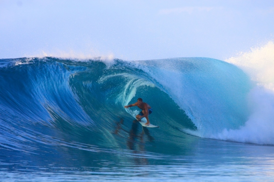 The 3rd swell arrives and on site Kandui Resort partner