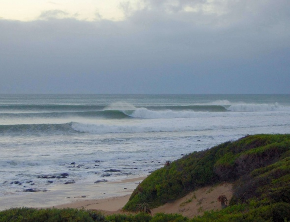 monday early morning. swell had backed off a bit before going ape  three hours later