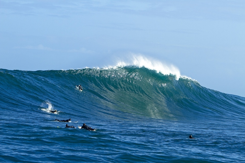 An amazing looking wave goes unridden.