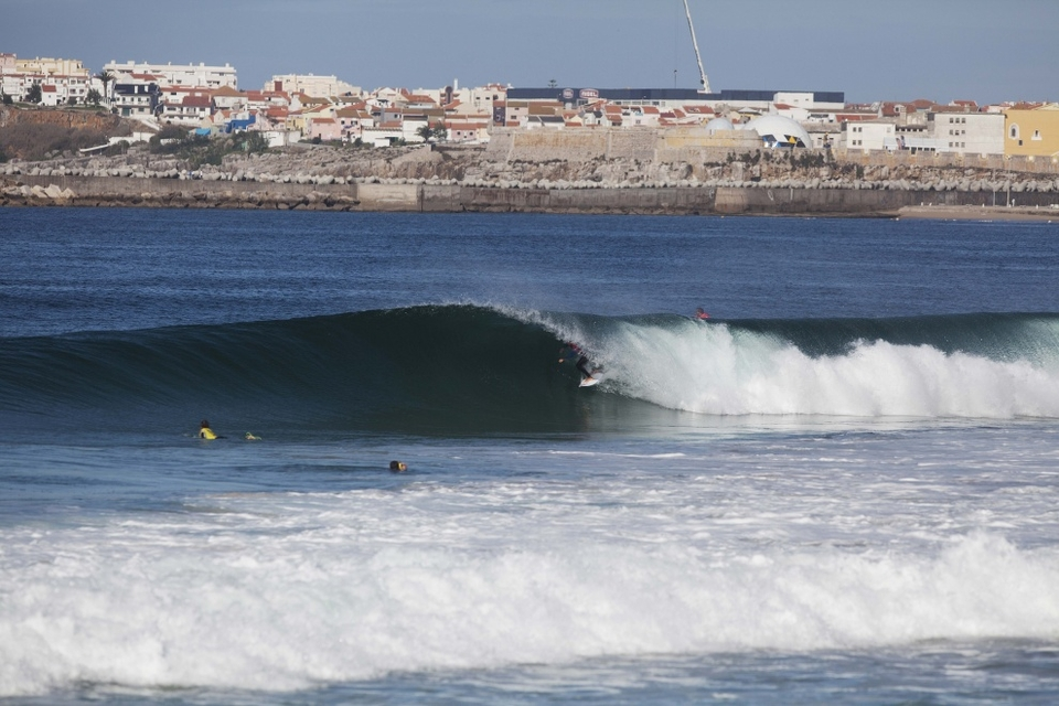 Kelly Slater slipping easily through the Portuguese hoops.