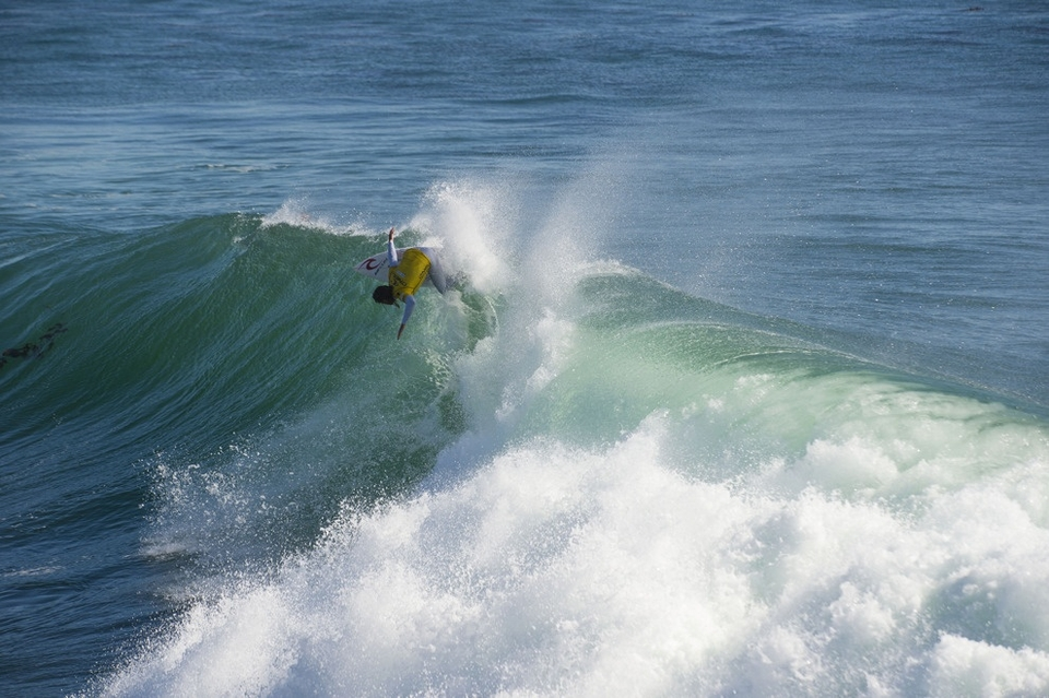 Wilkinson, a former winner at the venue in 2010, continued his lethal backhand assault at Steamer Lane, belting the day's highest heat total of 17.73 while defeating Adriano de Souza, and Michel Bourez, to attain his first ASP WCT Final appearance.