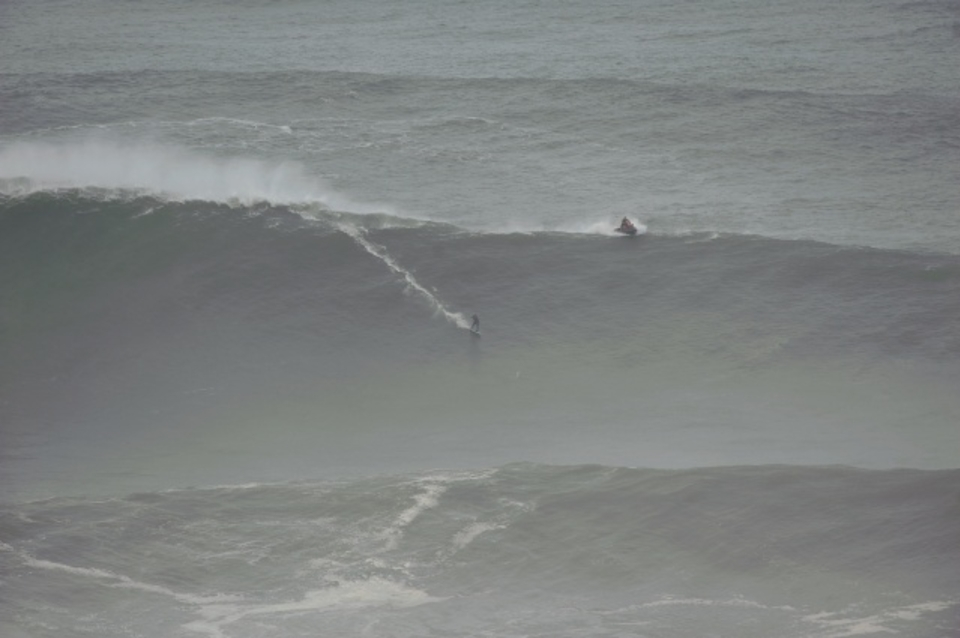 Kealli Mamala on another huge Nazare wall