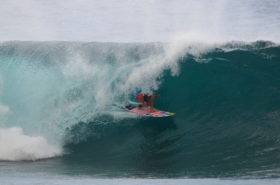 Ex-pat Australian Anthony Walsh first surfed here at the Pipeline more than a decade ago, at the age of 16. He says he was hooked from that day on and is now married to a local girl and surfs Pipe whenever he can. His experience showed today and gave him an early round win.