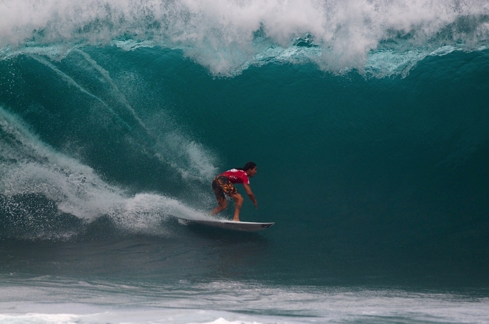 Waialua's Kawai Lindo experienced both sides of Pipeline's hand today, finding the only $1,000