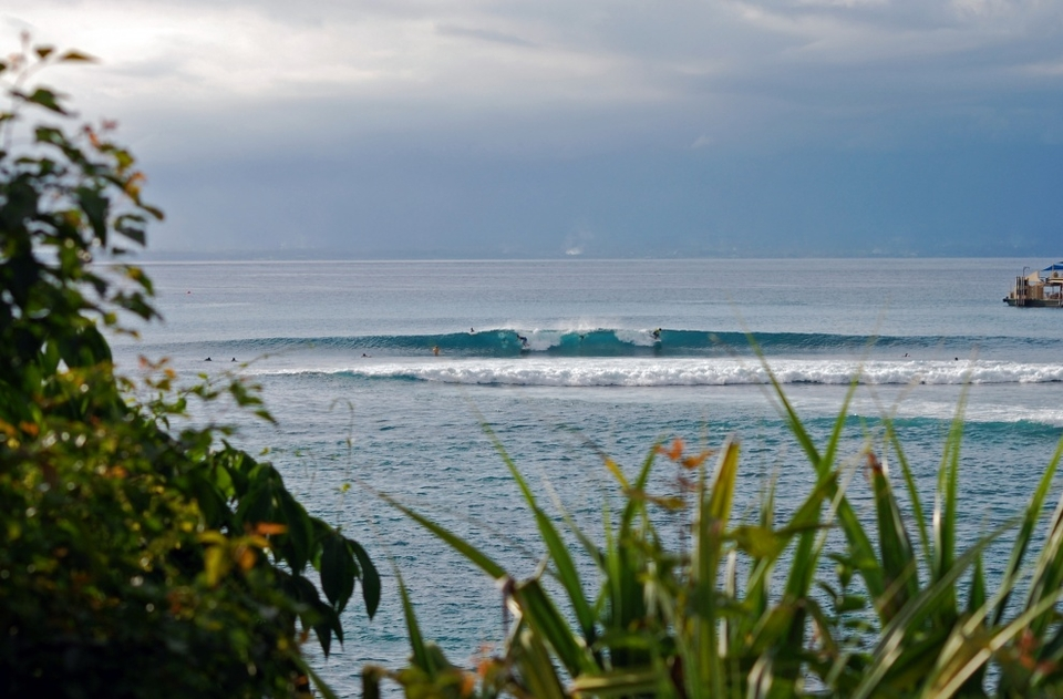 Swell    Like the rest of the south-facing islands in the archipelago, Bali benefits from an almost endless supply of Southern Ocean groundswell arriving form the S to WSW (180