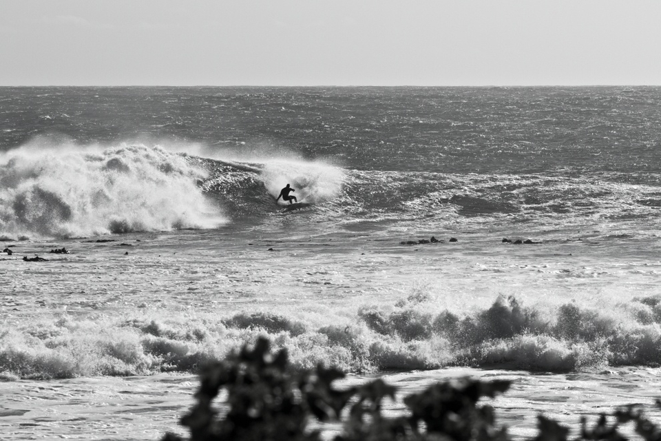 The only part of today that didn't come as a surprise at this 4 Star ASP event were the conditions.   Typical O'Neill Cold Water Classic conditions were back with a vengeance here in Cape Town South Africa. Despite a delay this because of wild winds and swell, everything came together to create a spectacular day of surfing in a solid 8 foot at Outer Kom on the Cape Peninsula.   Board selection was the topic of conversation on the rocks between surfers as they watched the heats, readying for their own.