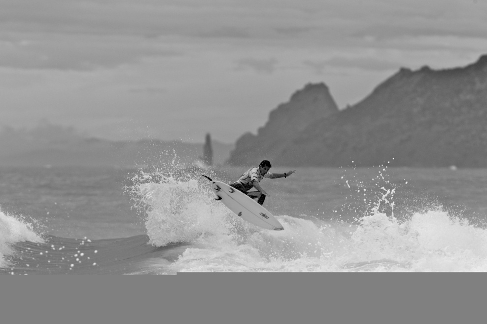 Spanish surfer Gony Zubizarreta found himself on the lucky side of the conditions finding a bomb at the start of the heat and surfing to an 8.0 point ride in his heat.