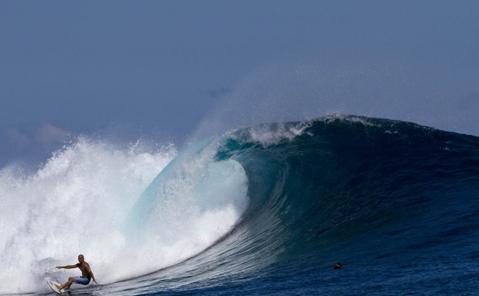 Nothing makes the poor overworked editor happier than opening the inbox to find an early doors image of Kelly Slater with his top off, surfing the first licks of the much anticipated Fiji leg of the swell.    Stu Gibson honcho at the   thecollective.net.au  spends his days flitting between Tassie's twisted daughter (Shipstern) and Namotu in Fiji. This swell was no exception, first up he hit up a crazy Southern Tassie  spot  right in the eye of the storm before winging it to Fiji and delivered this image still sizzling off the sensor.    Today Stu reckoned Fiji was