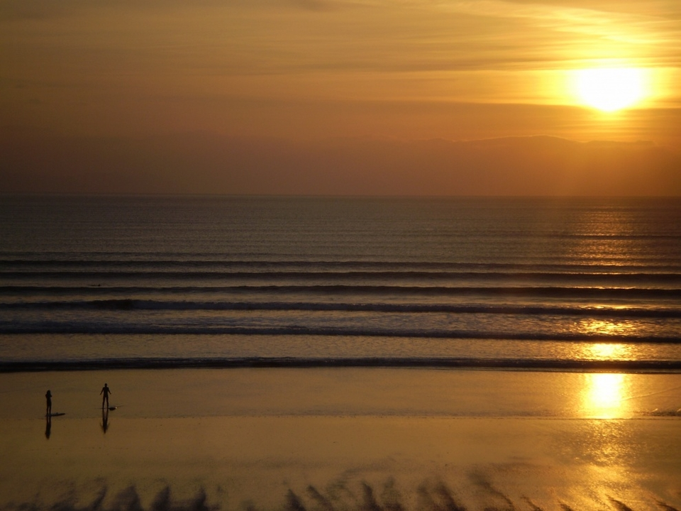 Inch Strand sunset session avoids the crowd of five seen earlier in the day.    More from Tonntamora  here