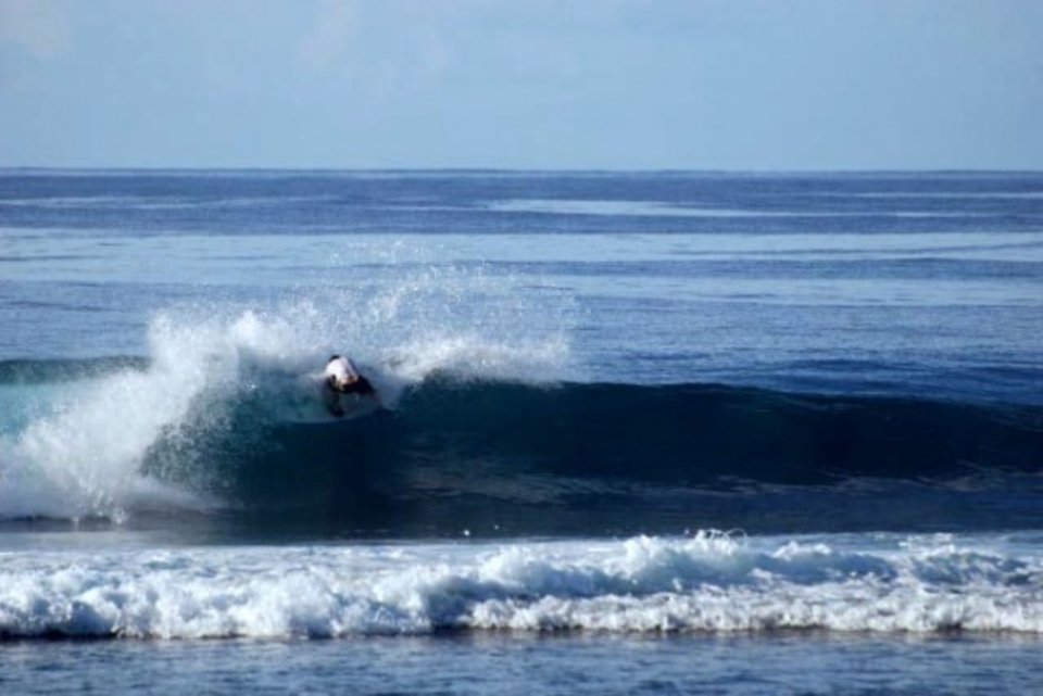 Same place, same time, different surfer, Resorts, Samoa