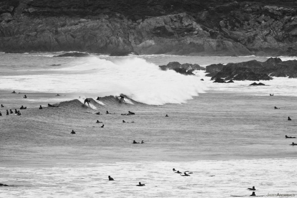 As the size came down on the Tuesday, the crowds filled in. North Fistral catering for the masses.