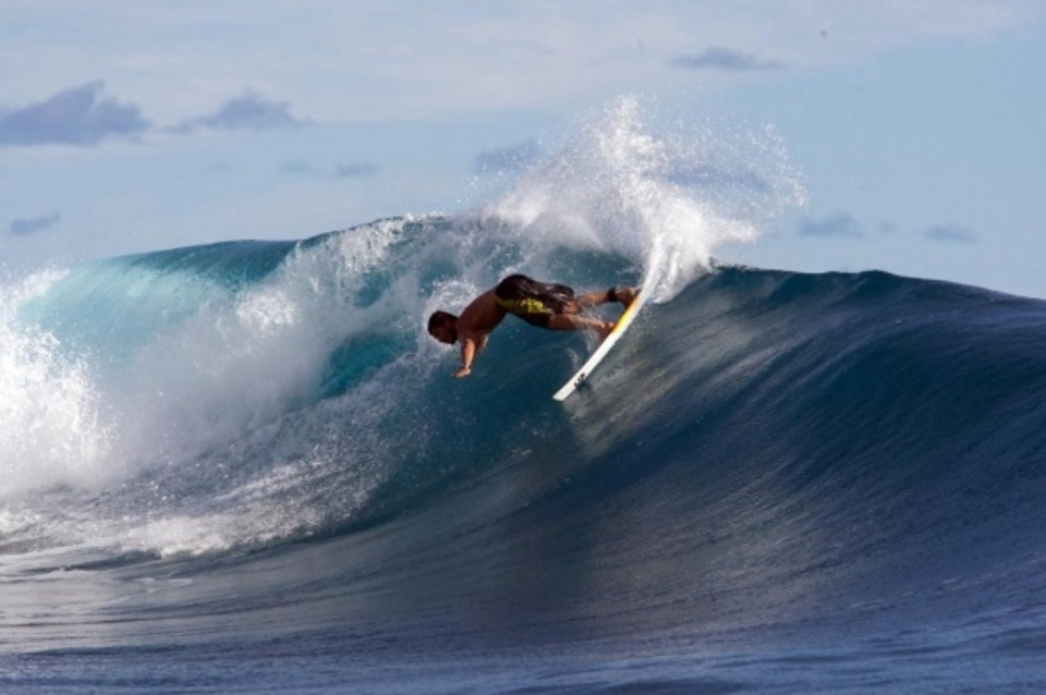 Kamalei whips it around and sends buckets toward Tahiti.