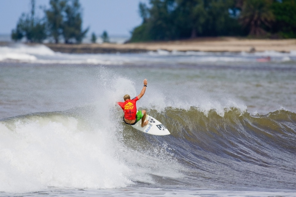 Earlier in the day, Tanner Gudauskas breathed a sigh of relief as he advanced one step closer to his goal of qualifying for the 2010 ASP Dream Tour.   Sitting on the bubble of qualification, 17th on the WQS, Gudauskas mixed it up with his own version of airs, fins-free turns and on-rail gouges to win his heat.