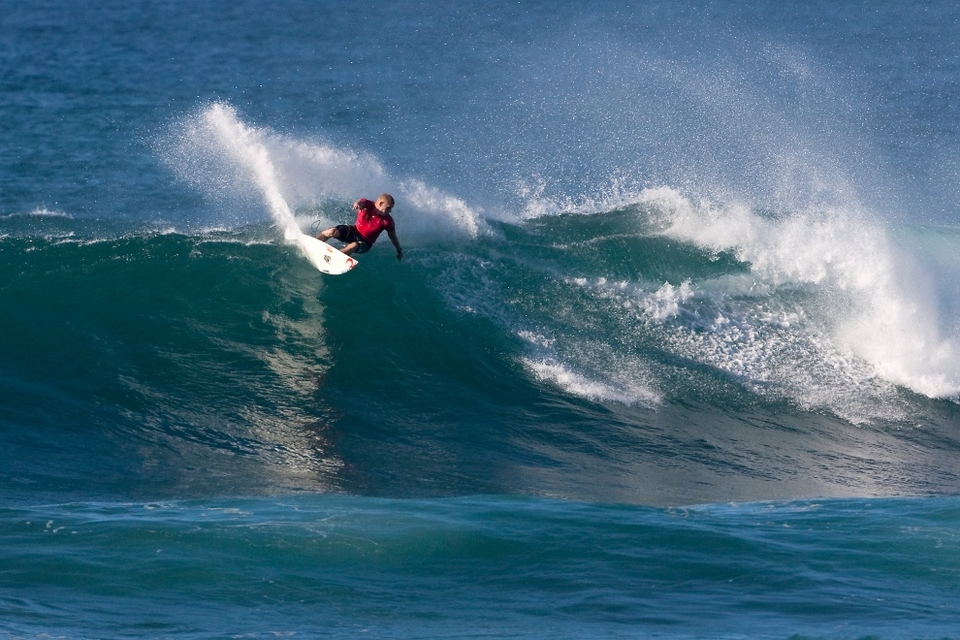 IT wasn't a great day for the big guns, crowd-pleasers, and event favourites as they all pretty much crashed out of the O'Neill World Cup of Surfing at Sunset Beach in the Round of 64.    Mick Fanning was one of the exceptions coming through in second place behind Pancho Sullivan.