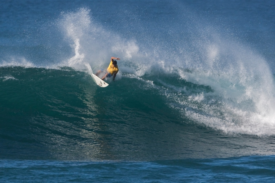 Joel Centeio, winner of the first event of the series last week at Haleiwa and Vans Triple Crown of Surfing series points leader until today also crashed out.   In losing, Centeio has opened up the door for Sunny Garcia to make a push for his seventh Vans Triple Crown title.