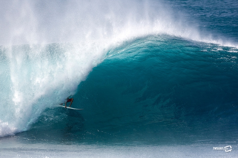 23-year old Floridian Nils Schweizer showed his big wave chops off on an absolute bomb...    Just barely making it under the lip before standing tall ala Reef McIntosh.
