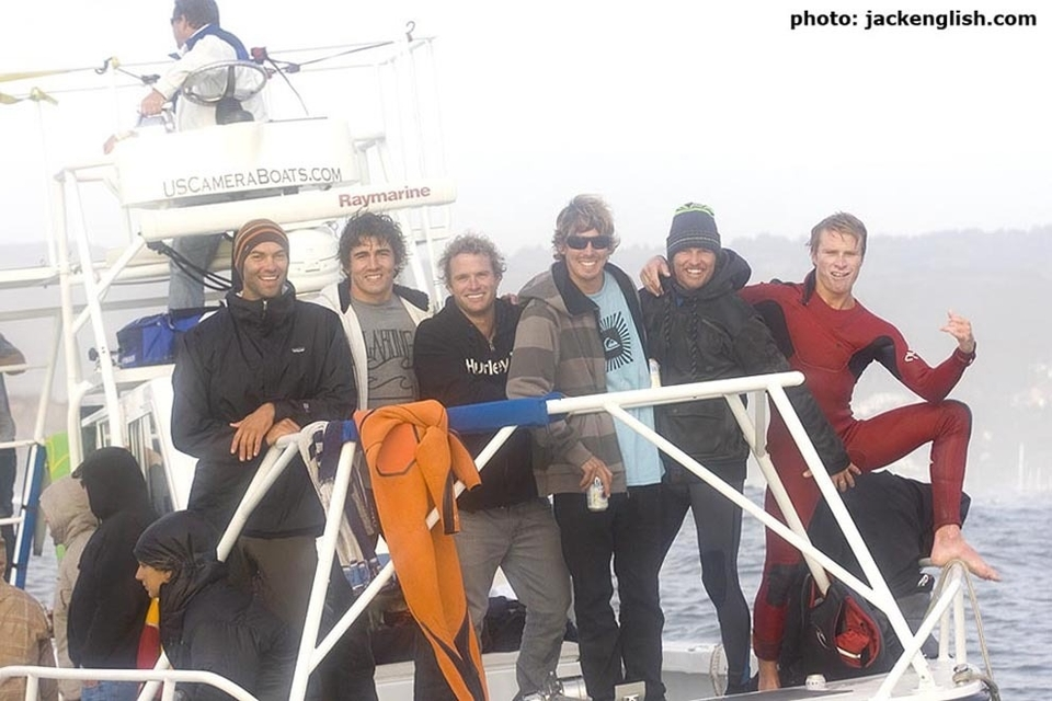 The big wave bro fraternity in full... Check the hand.