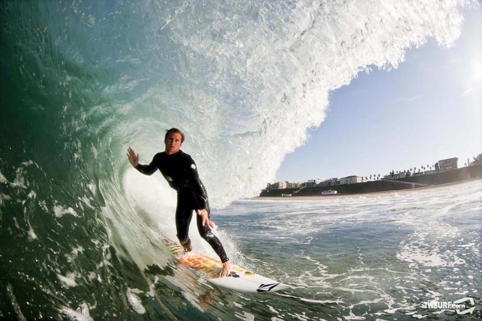 Alex Gray stays close to home in LA and gets kegged off his nuts... Gotta love this El Niño stuff!