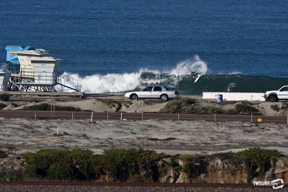 Damien Hobgood puts on a layback slash clinic for the morning commuters on PCH.