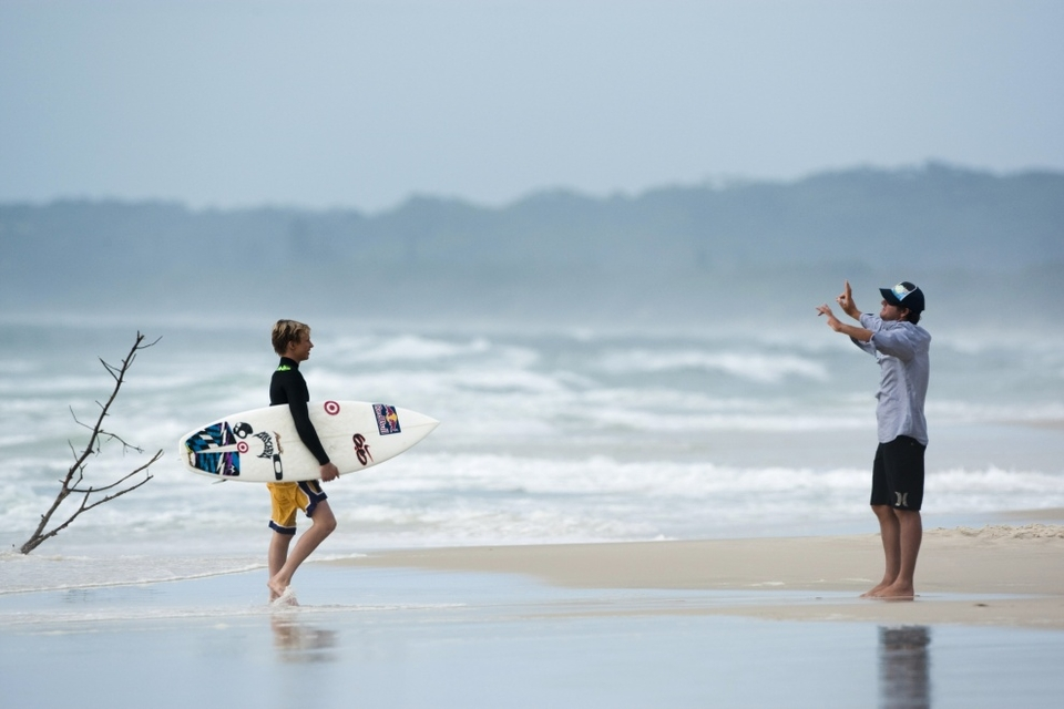 Aspiring grommets, like 15 year-old Kolohe Andino, who traveled from the USA to attend the Red Bull Surfing Project Air camp, unabashedly pick holes in the system. He may still be too young to drive, yet Kolohe is already learning to fly, metaphorically speaking of course.