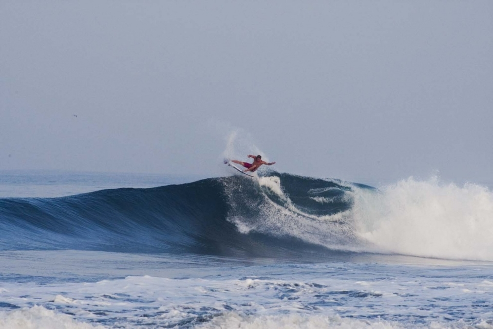 Taking a break from the whomping barrels, Jamie O' frees his fins.