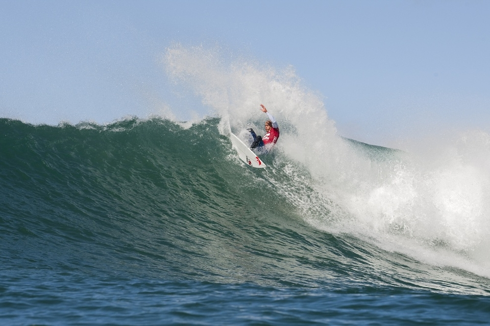 Kelly Slater, current ASP World No. 1, nearly missed his opening round heat today, suffering a bevy of travel delays only to arrive this morning. Despite the delay, the iconic natural-footer proceeded to put on a Jeffreys Bay clinic, hunting barrel after barrel, blasting off the top and executing carving 360s.