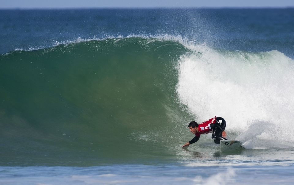 Adriano de Souza has been talking about the development of his surfing and it's really a bit like cold Brazilian steel in the throats of his opponents -- not a gurgle of protest he just dispatches them.