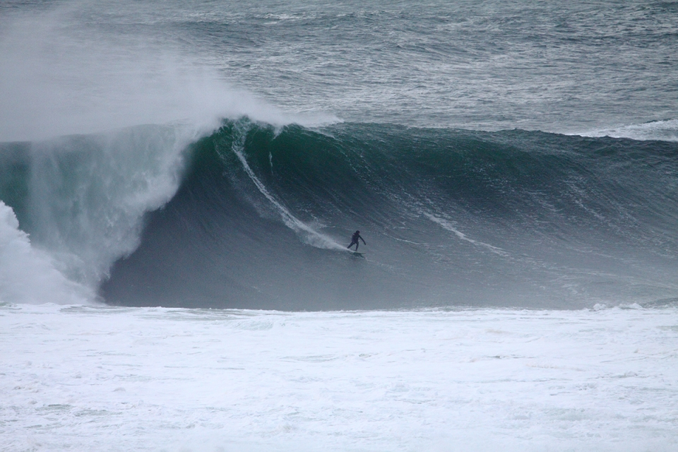 Barry Mottershead about to get one of the most hectic barrels of his life. Frame 1 of 8.
