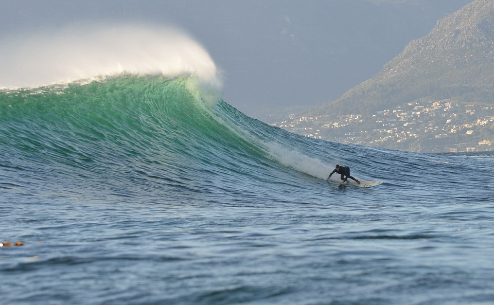 Twiggy sets up for an inside barrel