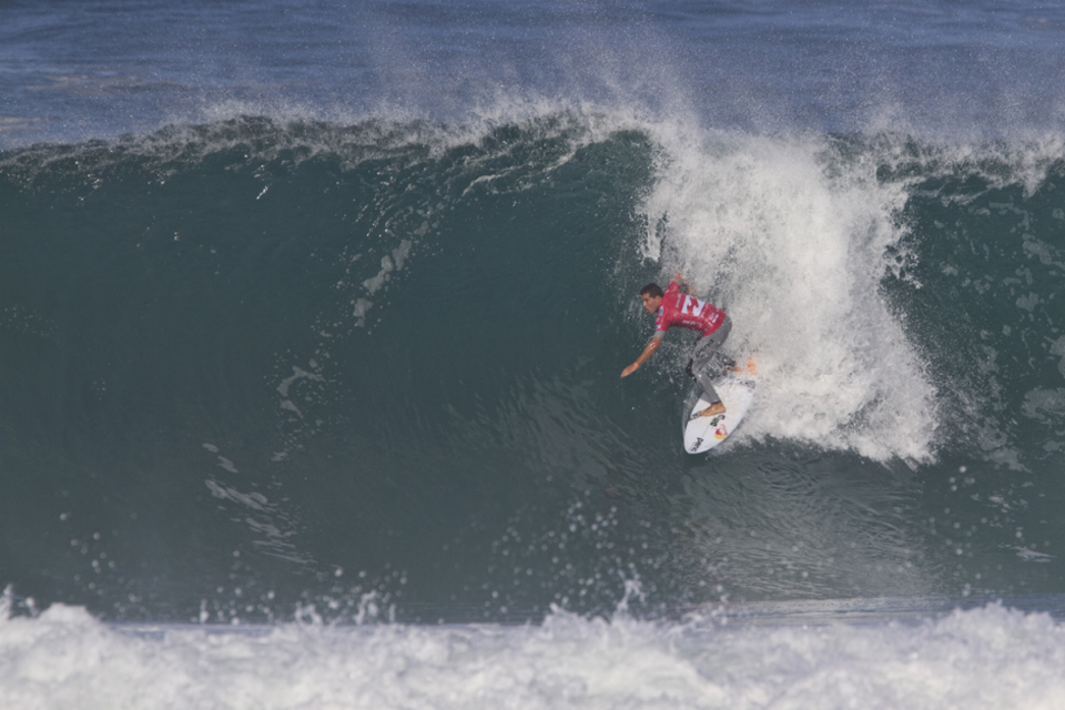 Adriano de Souza, winner of the previous event at Bells Beach continued his 2013 momentum on home soil, netting a solid Round 1 win over Australians Matt Wilkinson and Yadin Nicol.