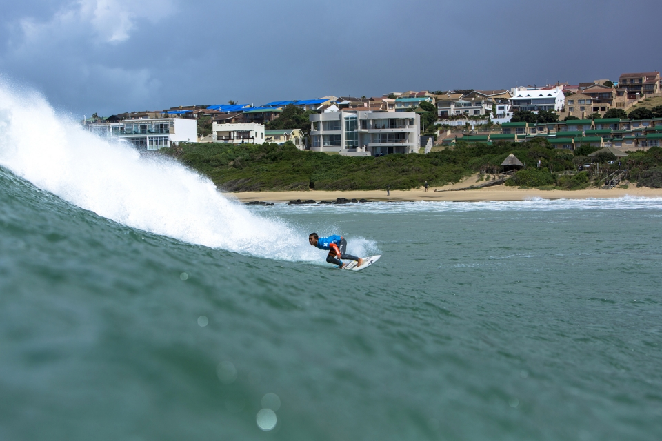 Young Ethan Fletcher was a standout on the final day of competition at The Hurley South African Junior Champs, and had his fellow finalists in a combination situation with a matter of minutes with a perfect 10-point ride and a backup 9.0