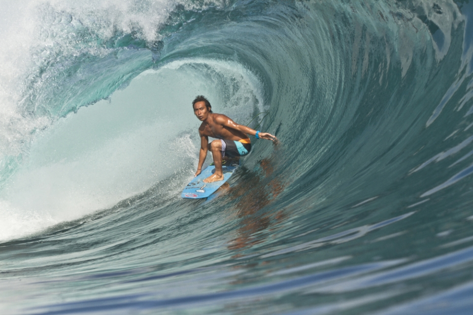 Toyo Darmaputra guards the honour of Padang boys, snagging one of the largest tubes of the day. The clock is nudging 8.40am, it's just gone low tide and and the show is starting to catch fire.