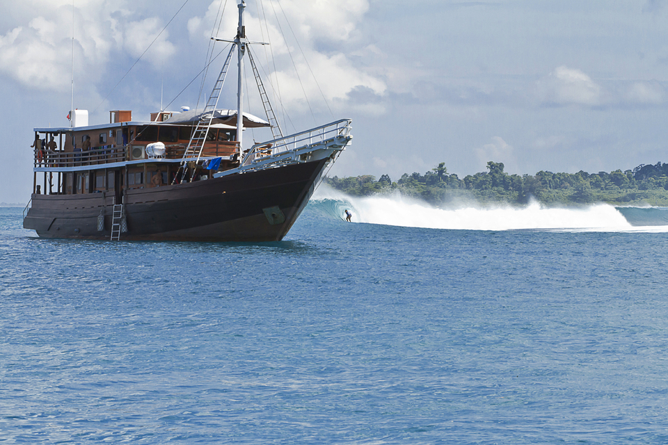 Teiki Ballian getting a good visual of the boat at a Mentawai secret spot.