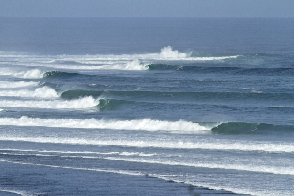 A picture perfect lineup with no surfers, shame it's almost unsurfable to the 99%.