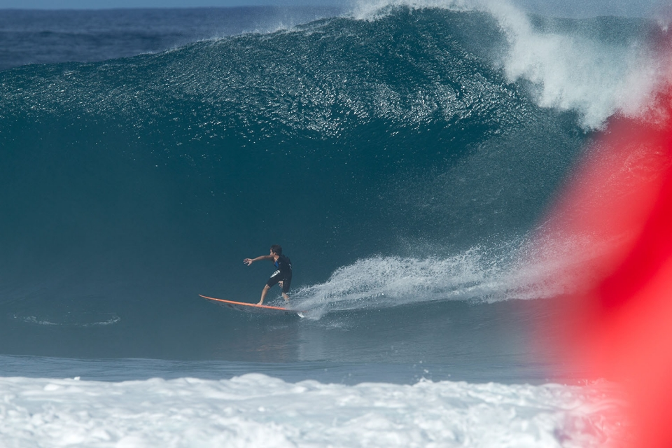 Mason Ho is so en voge right now. Because he surfs like a man who is free.