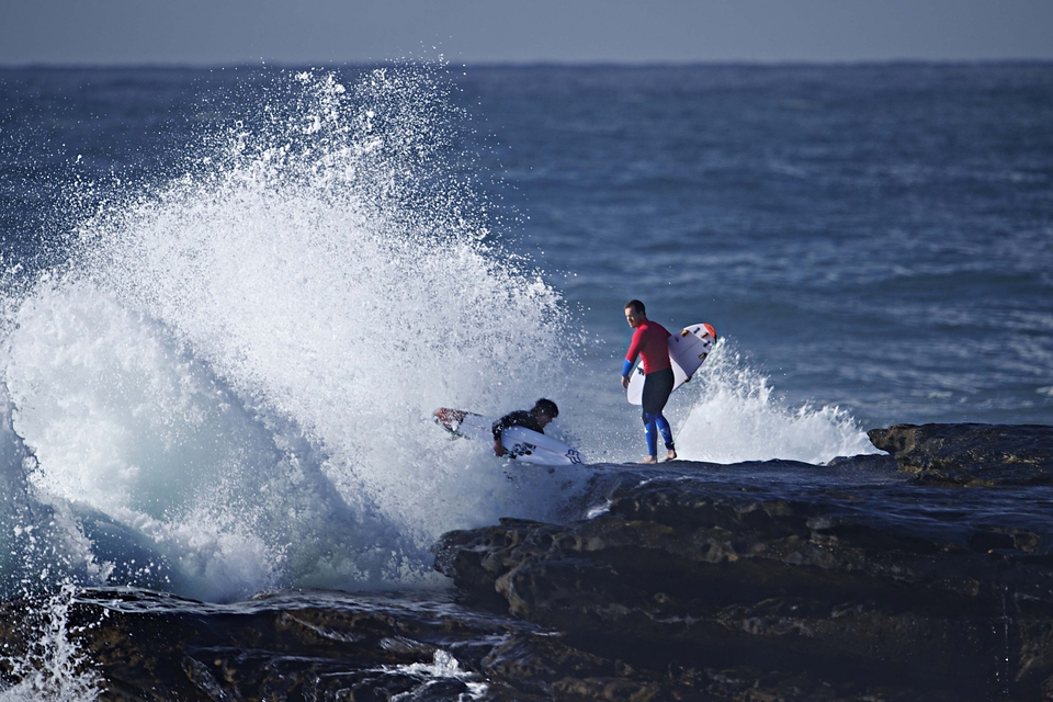 Bruce Irons (left) & Koby Abberton (right) navigate their way into the lineup