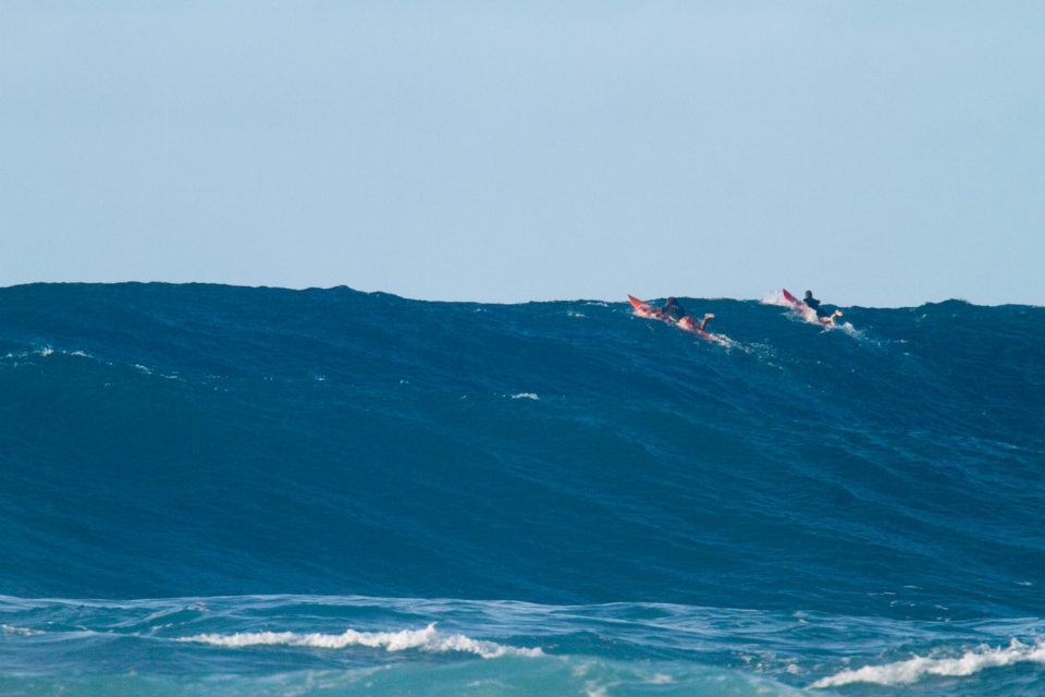 Many of the big wave aficionados who would normally be found at Oahu's outer reefs, made the trip to Maui, to take part in the ever growing Jaws paddle movement. This left some solid and sparely populated lineups for those who stayed behind.