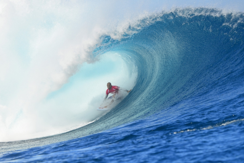 Kelly Slater nailing another perfect bazza.