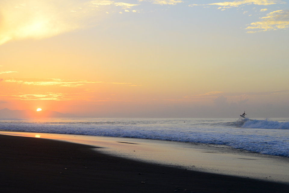 Sunrise at Keramas and had the swell filled in? Oh yes it had.