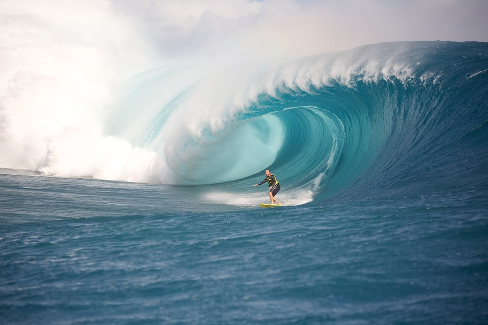 Teahupo'o attracts more and more Brazilian surfers, we can see how hard they charge during the big swells.
