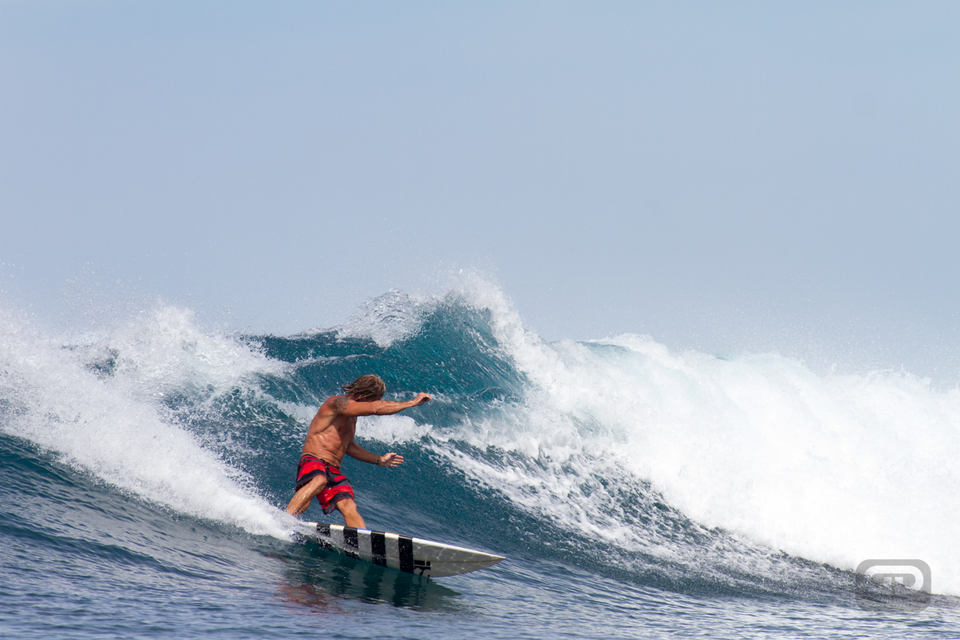 Aoita Surf Resort guide Toasty laying a rail