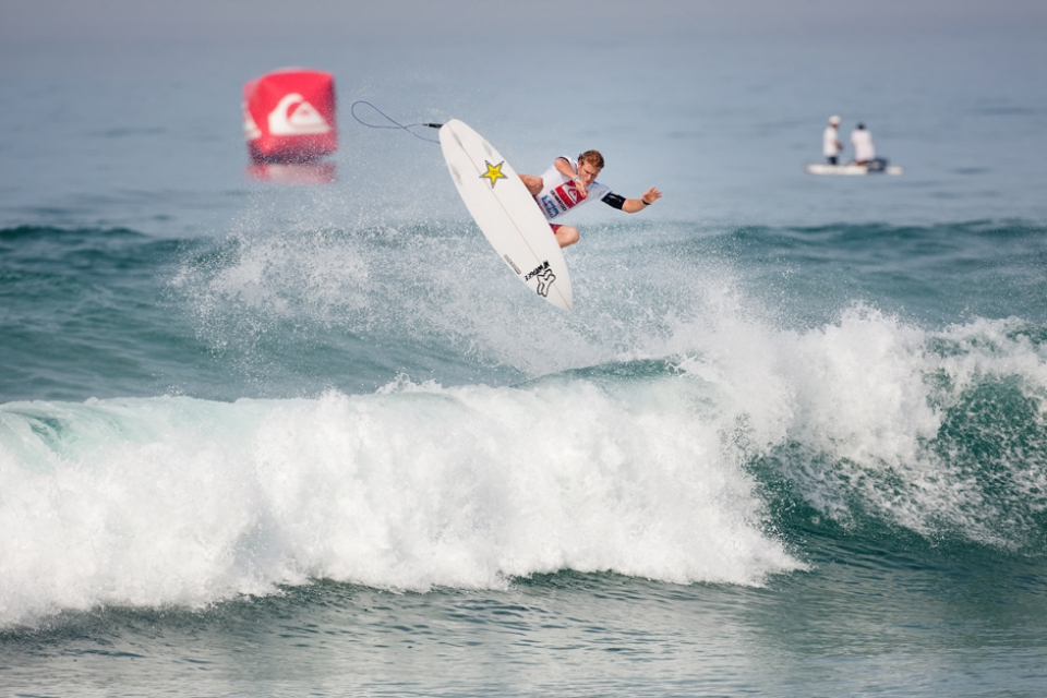 Bede does airs. He's been practising them at the The Hurley Surfing Australia High Performance Centre. One of the only established Tour guys to use it. He still lost and faces Sebastian Zietz in Round 2.