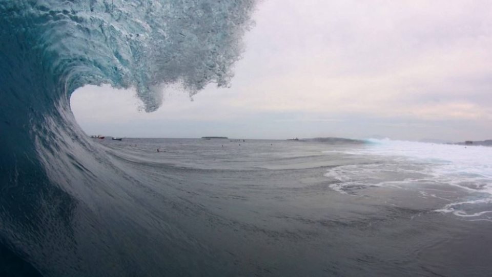 At reef passes such as Cloudbreak it can be tricky place to find your position. The tower on the far right of the photo is one of the few static objects to line up with.